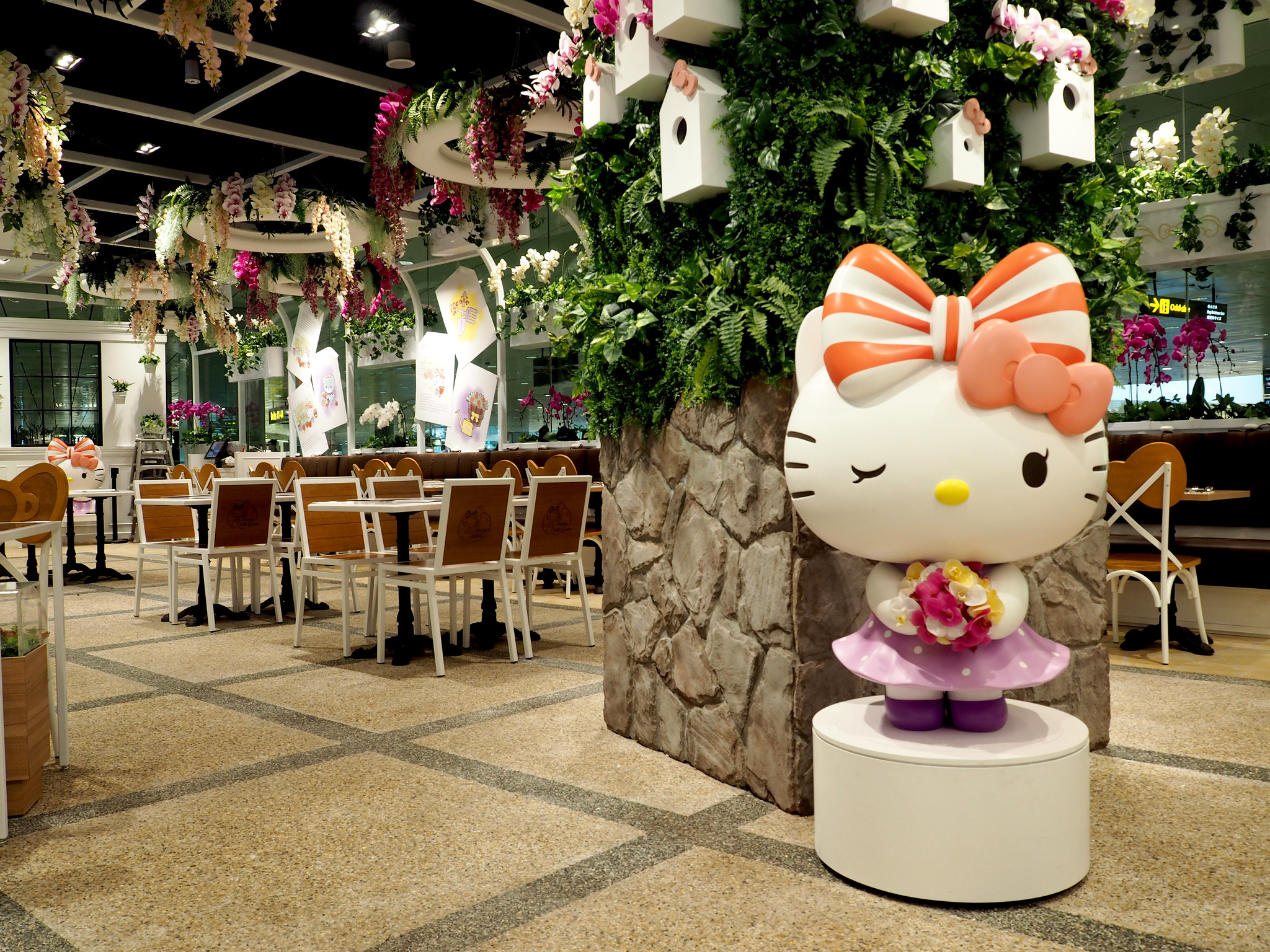 Hello Kitty Orchid Garden- Interior