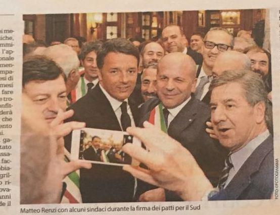 Renzi e Vitto in una foto apparsa su La Repubblica di Bari dopo la firma del Patto