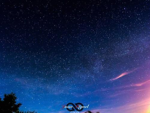 - Polvo de Estrellas -   Decía Carl Sagan: Los humanos somos polvo de estrellas que piensa acerca de las estrellas.  #milkyway #milkywaygalaxy #astrophotography #astrophoto #timelapse #thetimelapsegroup #milkywayphotography #natgeospace #universetoday #aw