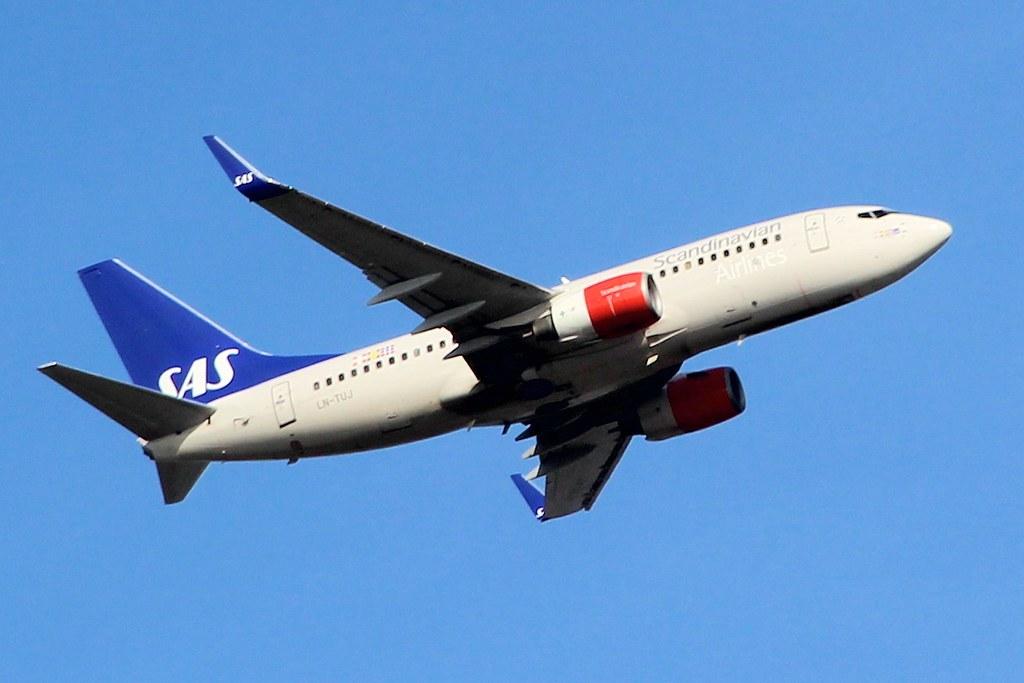 LN-TUJ - B737 - SAS