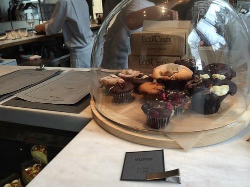 コーヒースタンドにはマフィンが@ストール レストラン