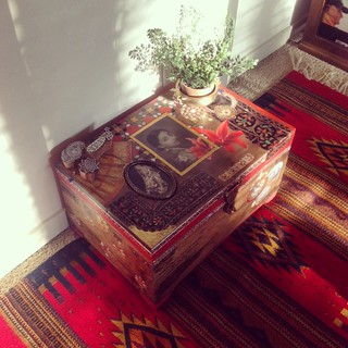 Adding some rugs to the room# sunlight#memories #nostalgia #grandmother #vintage #sunlight #myhome #photographs #treasures #family
