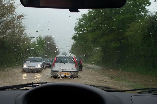 viaje castillos de loira - dentro de coche - llueve mucho