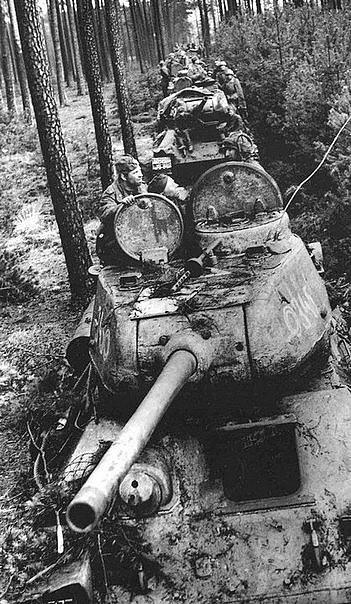 Tanks T-34-85, on the source positions