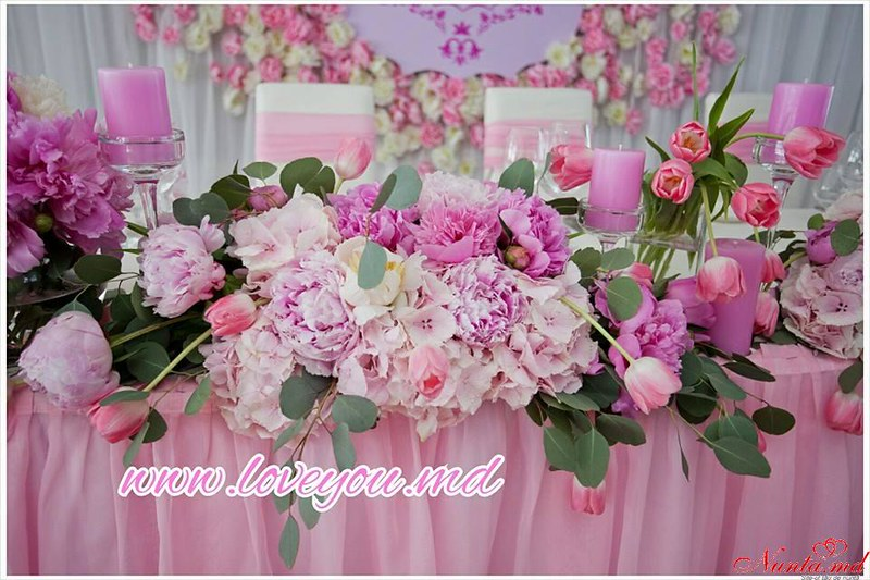 """Decor pentru nuntă şi floristică de la Agentia  """"Айлавью""""  > Bujorii sunt populari în acest sezon de nuntă."""