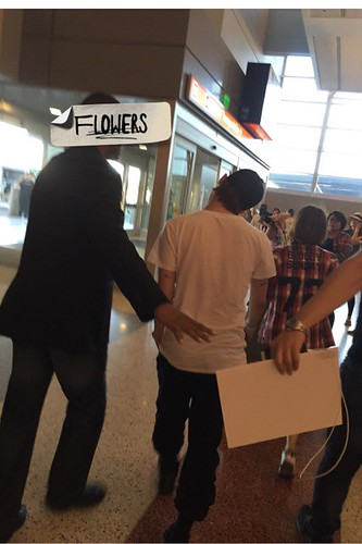 Big Bang - Las Vegas Airport - 30sep2015 - Flower - 03