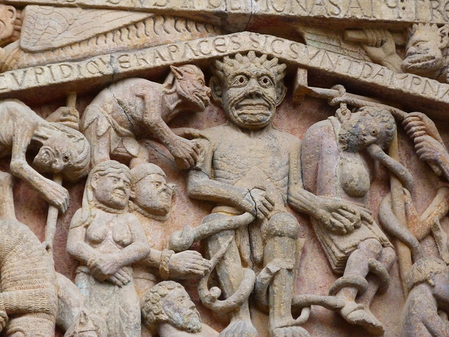 El demonio del tímpano de Conques (Midi-Pyrénées)