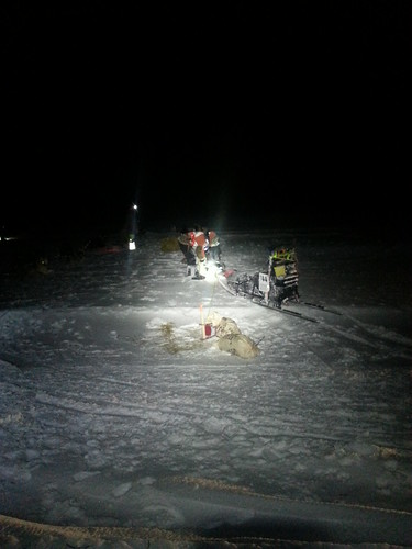 Harald steller hundene på sjekkpunktet skoganvarre. Foto: Eirik Fløtlien