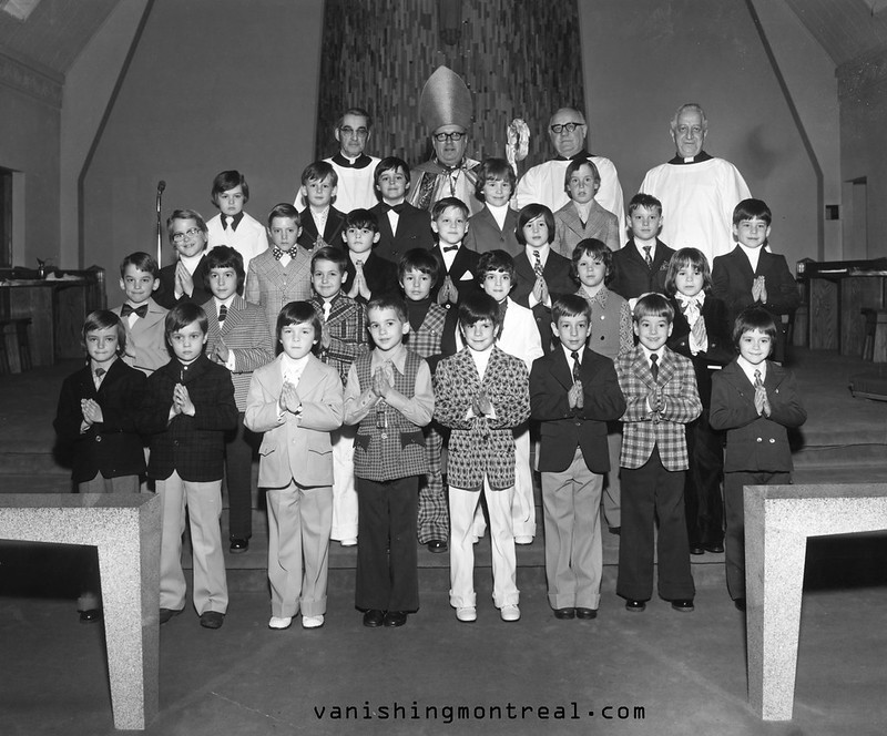 Elementary school class portrait with me (right in the middle)