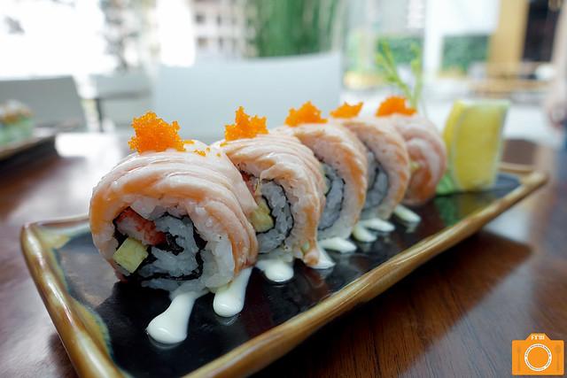 Yumi Aburi Sake Roll