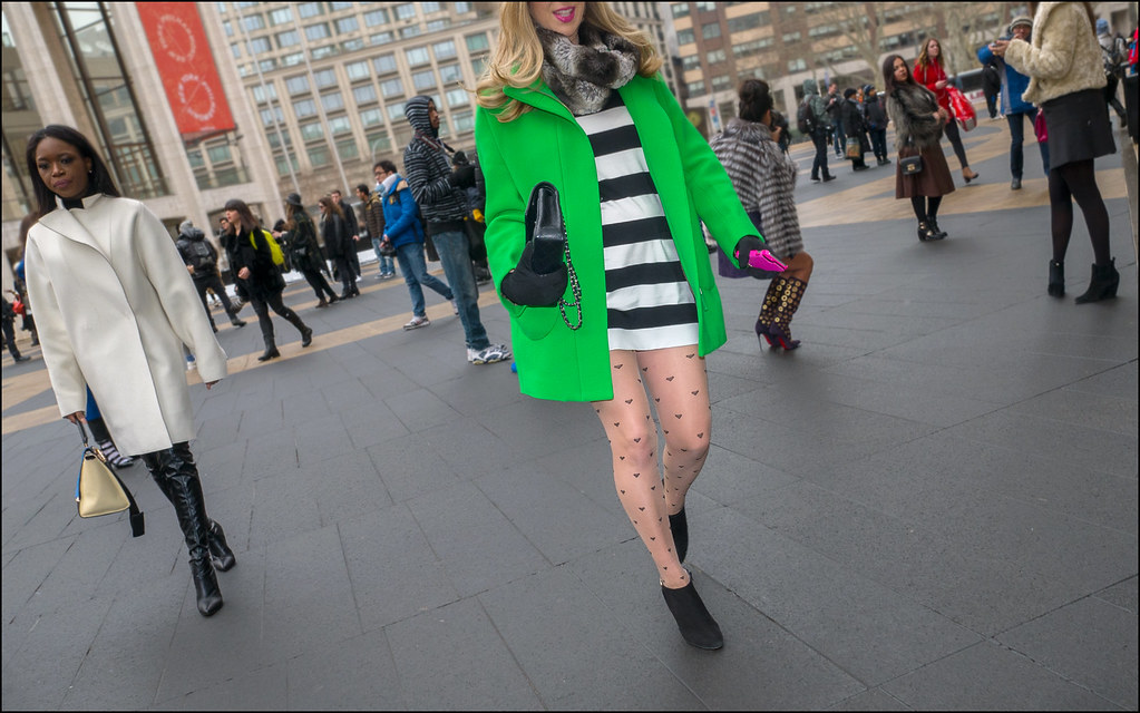 FW2-15  47w green coat black and white stripe dress heart print stockings faux fur scarf