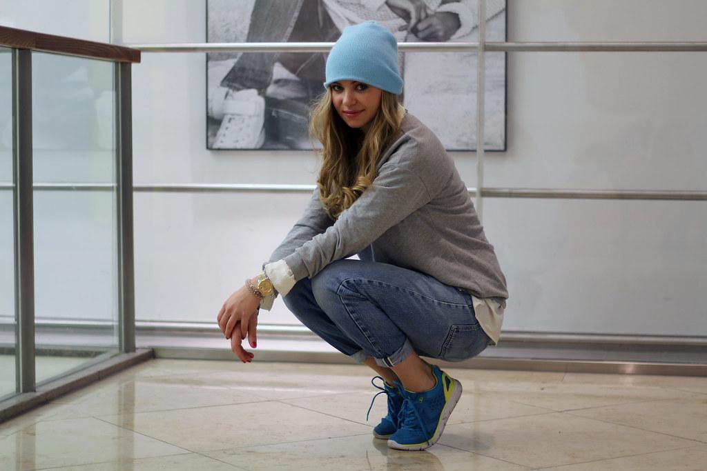 casual levi's 501 blue beanie