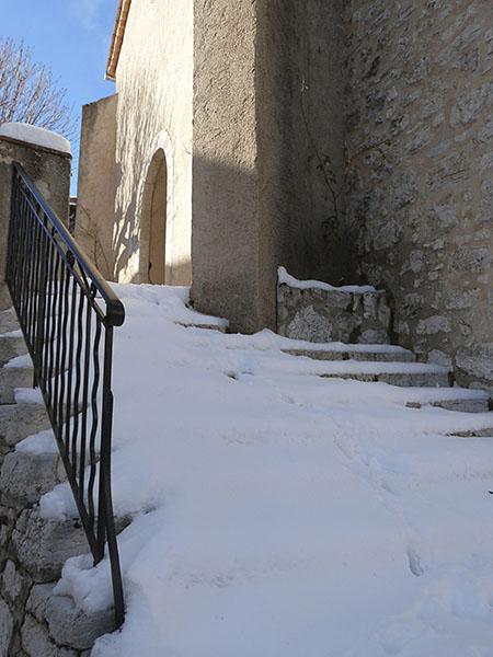 escalier enneigé