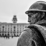 Trieste Piazza Unità - portabandiera 2