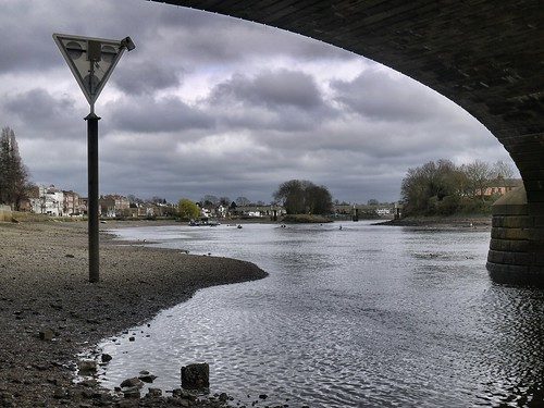 Kew Bridge - East