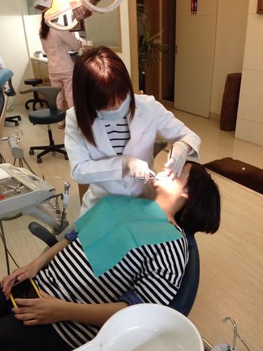 【矯正日誌】高雄牙齒矯正推薦,去給西河牙醫診所林書妡醫師裝戴蒙矯正器囉_一年左右,差不多還有半年療程