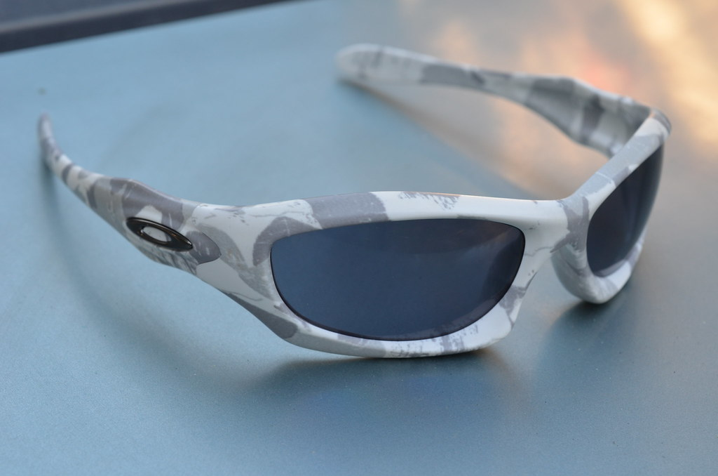 763f6da8a8b9 Oakley Monster Dog Gray
