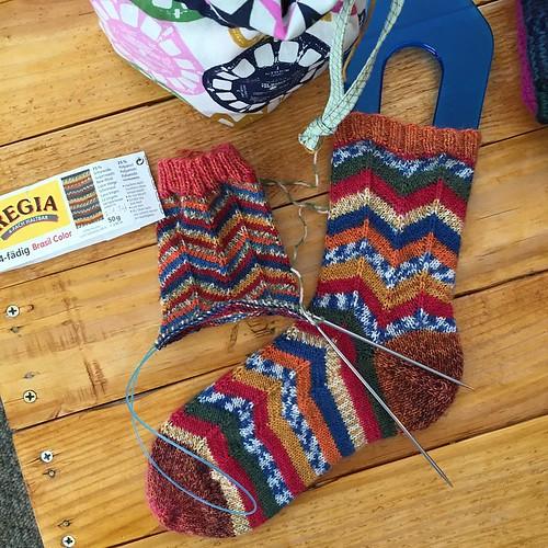 So....the second ball of this yarn has way skinnier stripes! #mskstashdownkal