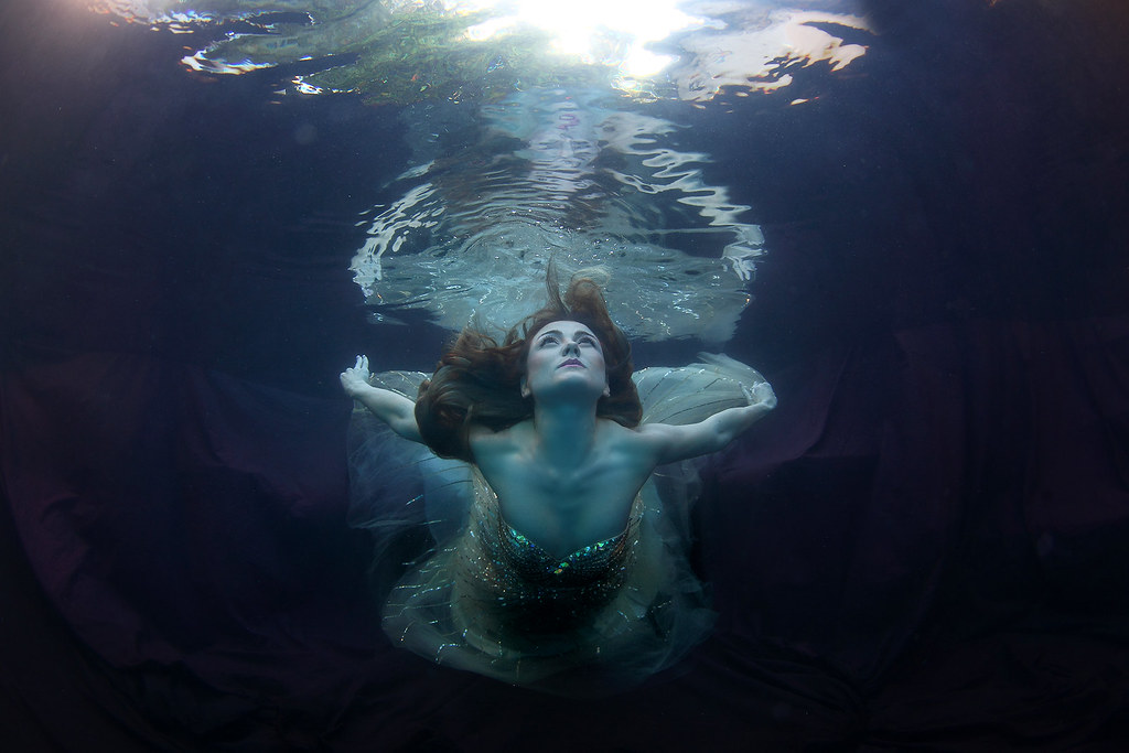 Amazing Kathy Gfeller flying Underwater