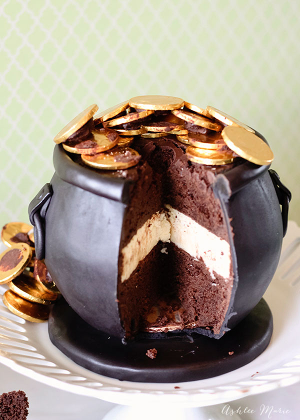 everyone loves the moment when they cut into a carved cake