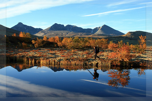autumn reflection norway sunrise photographer rondane rondanenationalpark dørålen trondsphoto