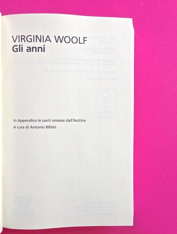 Gli anni, di Virginia Woolf. Feltrinelli 2015. Art dir.: Cristiano Guerri; alla cop.: ill. col. di Carlotta Cogliati. Frontespizio, a p. 5 (part.), 1