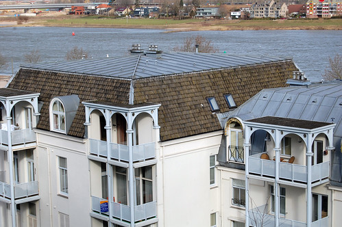 Roofs and River Waal
