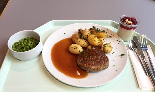 Meatball with gravy & fried potatoes / Fleischpflanzerl mit Bratensauce & Bratkartoffeln