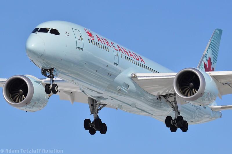 Air Canada / Boeing 787 / C-GHPT / YYZ/CYYZ