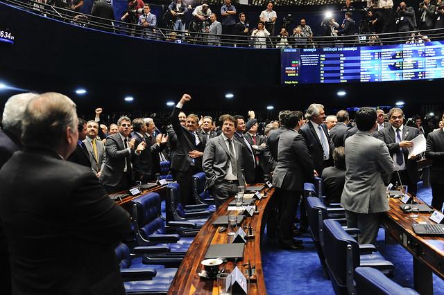 Das lágrimas para um árduo ciclo de novas lutas para o PT, por Airton Faleiro