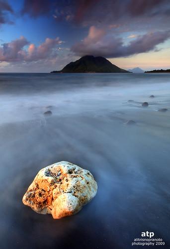 longexposure sunset sun shell dramaticsky bula slowspeed ternate northmaluku hiriisland bulakecil bulakecilbeach