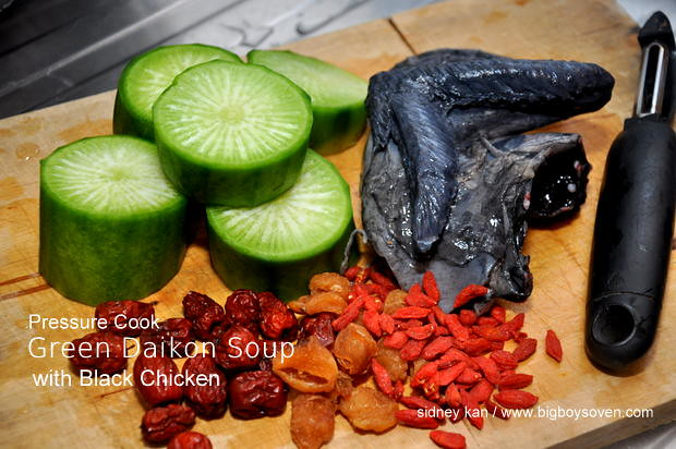 Pressure Cooked Green Daikon Soup with Black Chicken 1