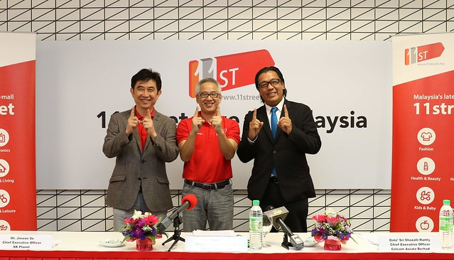 From left to right Jinwoo So Chief Executive Officer of SK Planet _Hoseok Kim Chief Executive Officer of 11street Malaysia _Dato Sri Shazalli Ramly Chief Executive Officer of Celcom Axiata Berhad