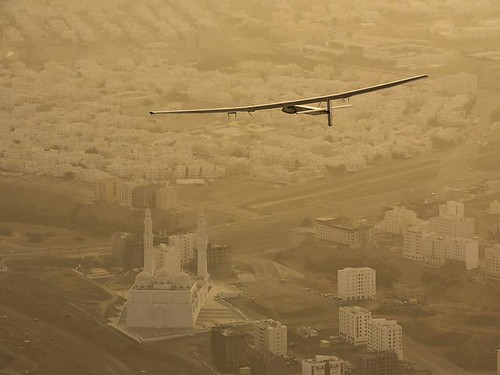 Літак на сонячних батареях встановив світовий рекорд дальності польоту