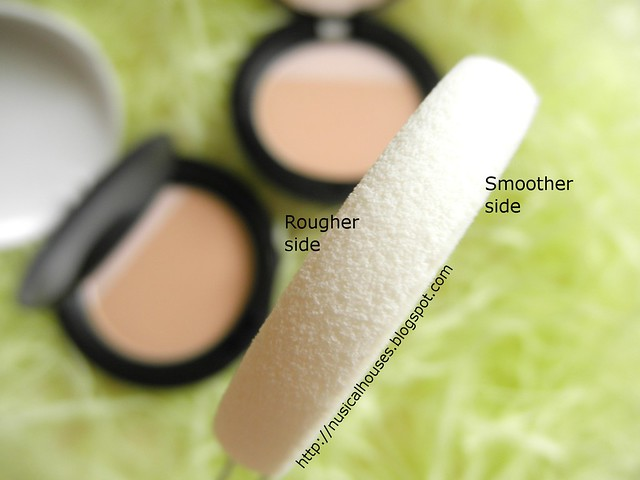 The Body Shop MoistureWhite Bright Compact Foundation SPF25 Sponge