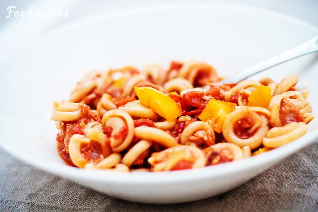 Tomaattinen chili-tonnikalapasta