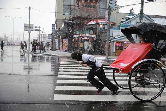 大雪中的人力車