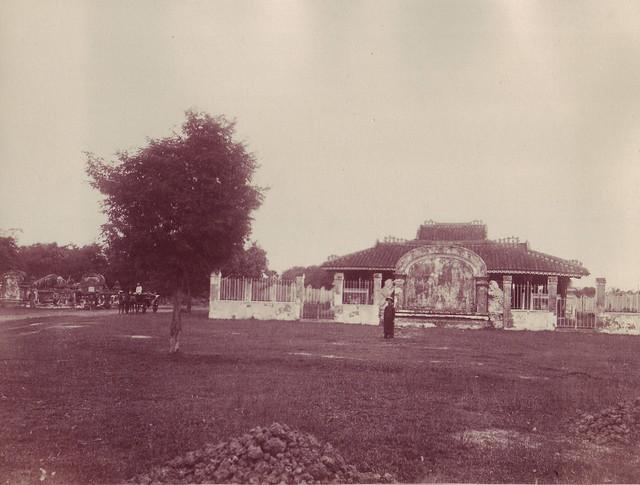 SAIGON ca 1880-90 by Dieulefils - Lăng và mộ GM Pigneau de Béhaine (GM Bá Đa Lộc) khu vực Lăng Cha cả Q.Tân Bình ngày nay.