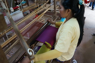 Weaving a solid color