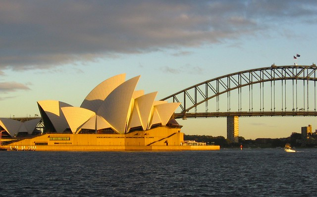 Morning on the Opera House and the Coathanger, Sydney, fotoeins.com
