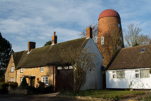 20141231-66_Braunston - High Street - Cottages and Windmill