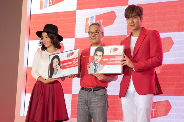From left to right with Emily Chan, Hoseok Kim, Chief Executive Officer of 11street Malaysia and Lee Min Ho