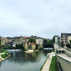 Riverfeeling in the City of Mont-de-Marsan // In der Mitte is'n Fluss. #River #lamidouze #leslandes #landes #igersfrance #explore #exploremore #igdaily #nature #montdemarsan