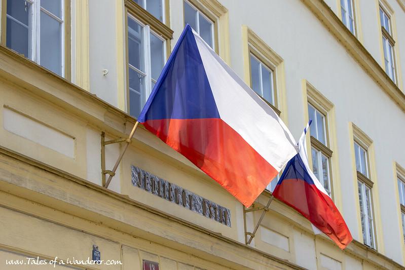 PRAHA - Vlajka Československa a České republiky