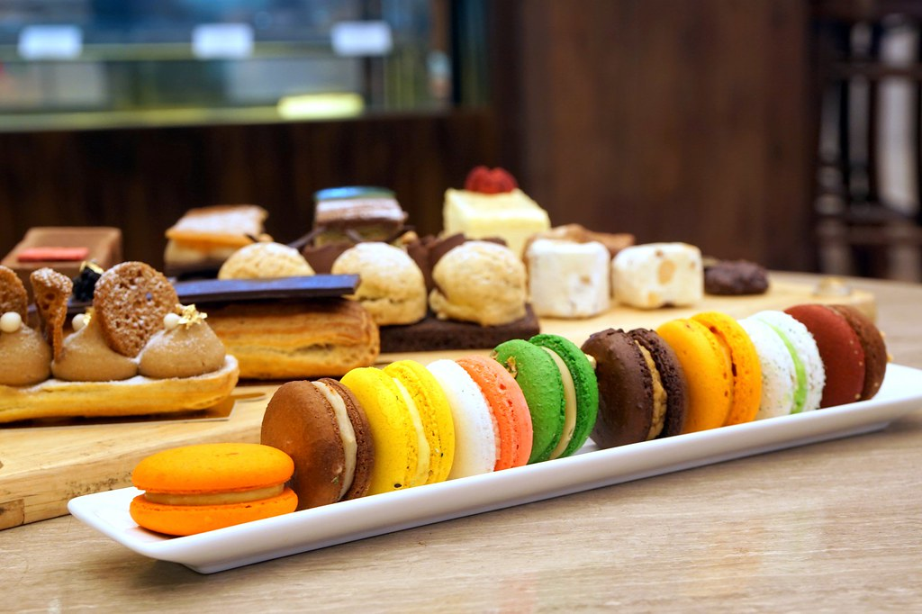 afternoon tea, cakes, macarons - bread lounge GTower hotel-010