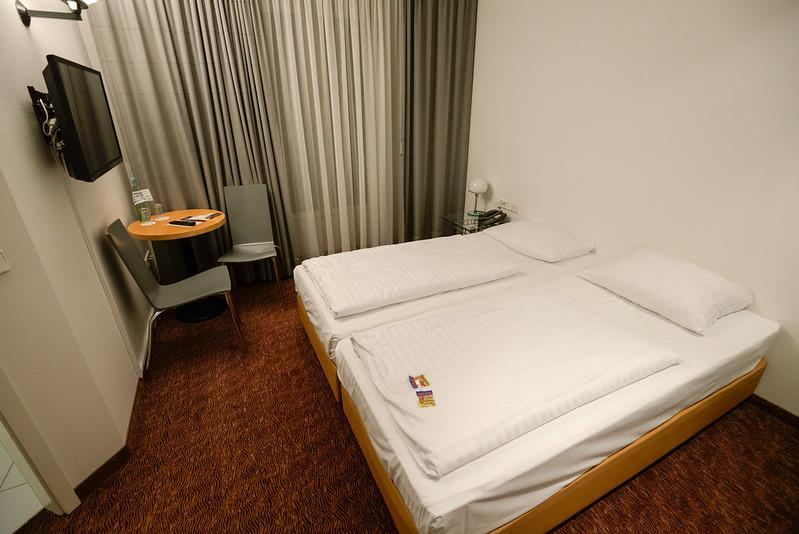 【房間】也是兩張單人床併起來的雙人床