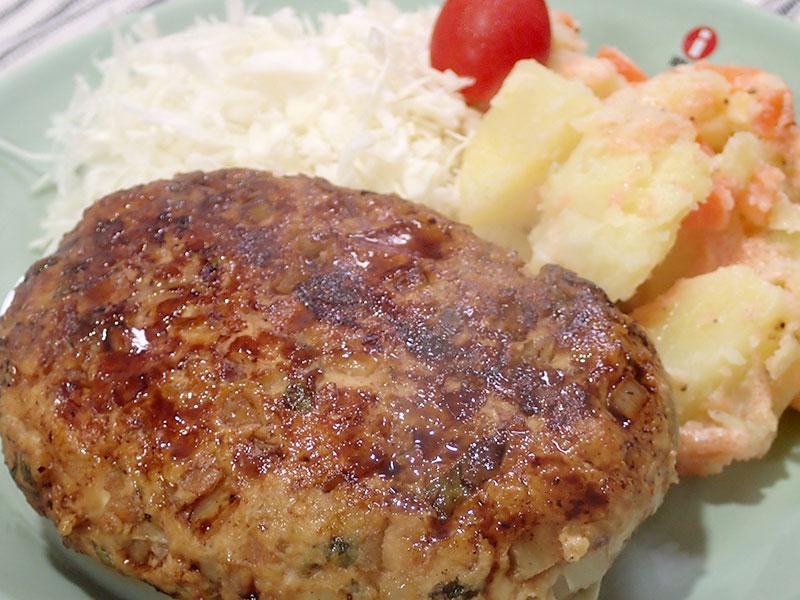鶏はんぺんハンバーグとポテトサラダ