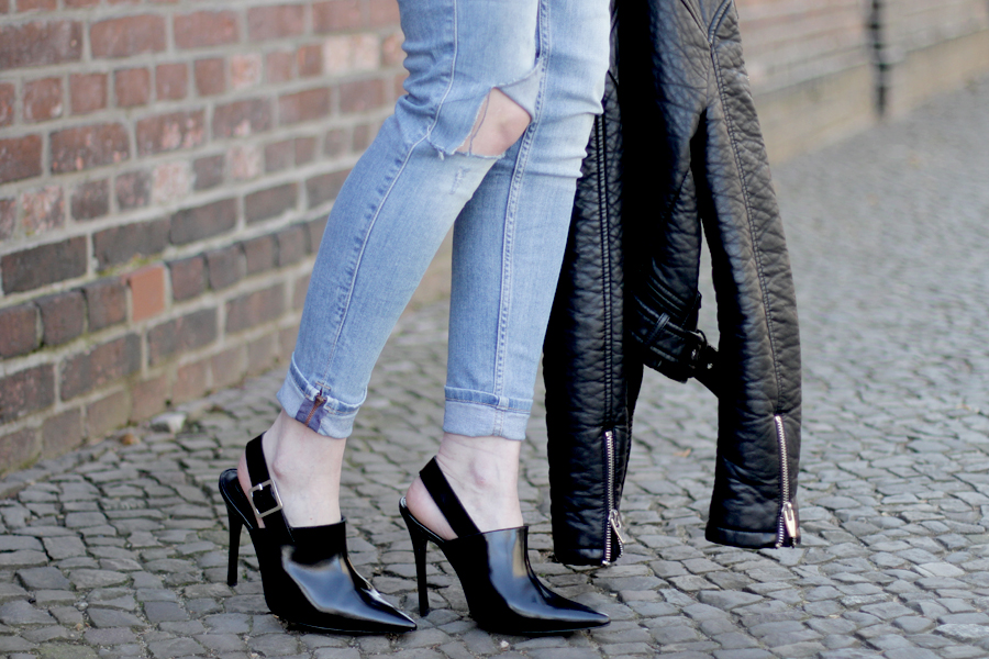 blue jeans outfit styling black bag pointy heels h&m topshop guess proenza schouler zara styling ootd blogger outfitblogger fashionblogger cats & dogs blog ricarda schernus berlin 1