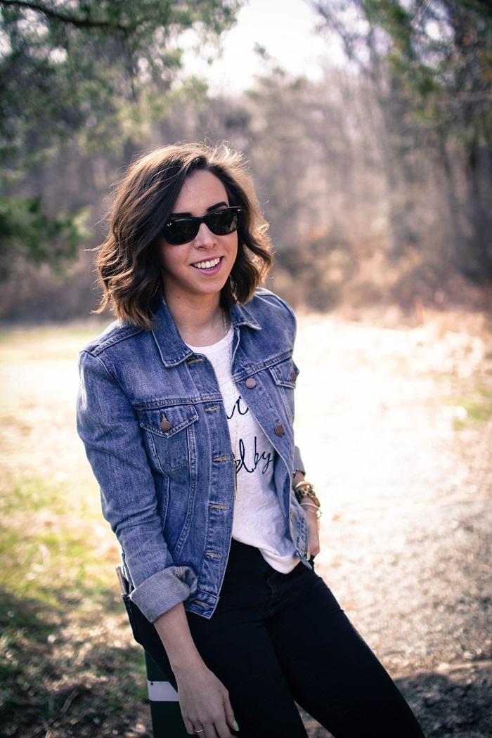 a viza style. andrea viza. fashion blogger. dc blogger. denim jacket. destroyed madewell jeans. saint & libertine sandals. casual style 9