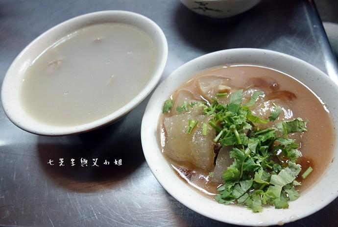 10 新莊大鼎大腸蚵仔麵線肉圓